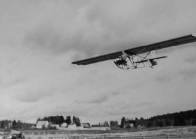 09 Paavo J rvenp uusi Harakka II H 56 laskeutuu H rm l n 1952