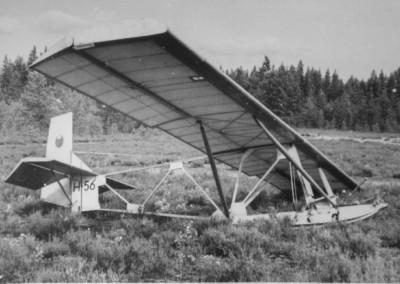 10 TIYn 1952 valmistunut koulukone uutena Siikakankaan leirill